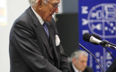Former prime minister Malcolm Fraser speaks during the Monash debate. Photo: Peter Haskin