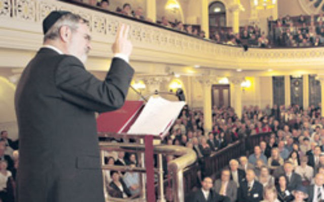 Commonwealth Chief Rabbi Sir Jonathan Sacks delivers a sermon at the Great Synagogue, Sydney, in 2006. Photo: AJN file