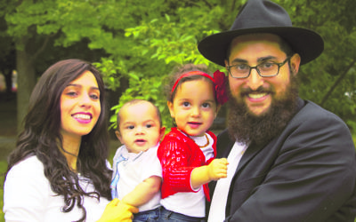 Mushkie and Shneur Hecht, pictured with children Mendel and Tzivia, will soon arrive in Brisbane to run new young adult programs.