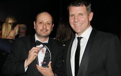 AJN photographer Noel Kessel (left) with NSW Premier Mike Baird. (Photo: Gareth Narunsky)