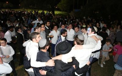 Having fun at the havdalah celebrations in Bondi. Photo: Giselle Haber