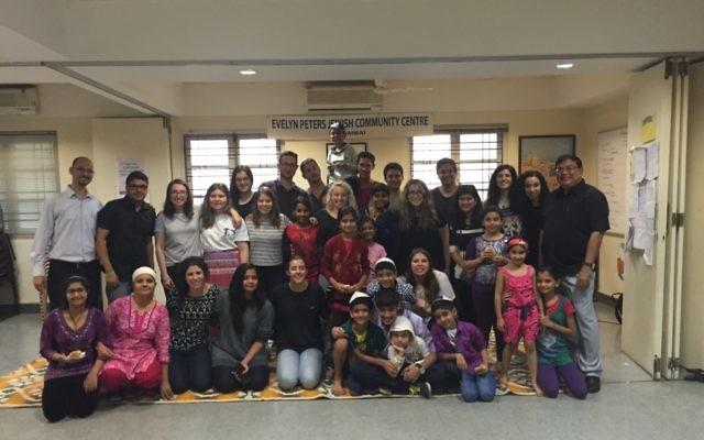 AUJS LDP participants with members of the Mumbai Jewish community.