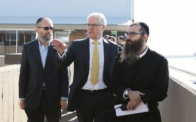 Rabbi Noteh Glogauer (right) pictured with KTC president Meir Moss (left) and Prime Minister Malcolm Turnbull.