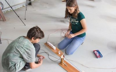 Students Jamie Sobol (left) and Alexandra Patishman hard at work on their machine.