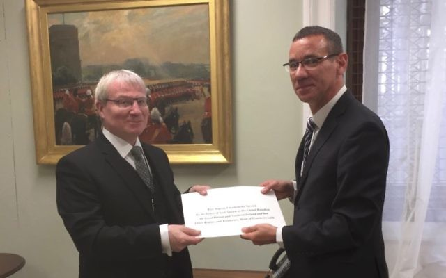 Mark Regev (right) presenting his credentials to Julian Evans, chief of protocol at the British Foreign Office. Photo: Embassy of Israel.