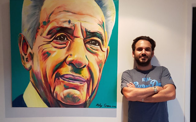 Moty Grau with the painting of Shimon Peres.