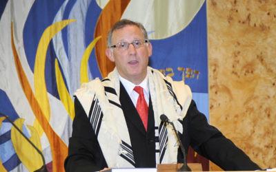 Senior rabbi Garry Robuck, who gave his last Rosh Hashanah sermon at NSTE.