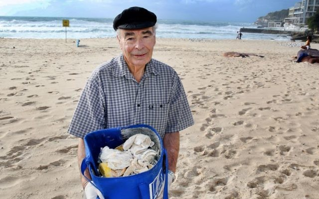 Cedric Amoils spends two hours every morning cleaning up Bondi Beach. Photo: Noel Kessel