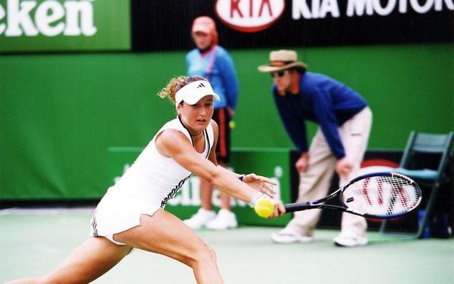 Shahar Peer plays in the Australian Open Girls Tournament in 2004.