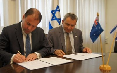 Josh Frydenberg and Ze'ev Elkin sign a joint declaration of intent on environmental cooperation.