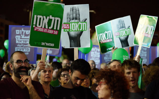 Thousands of Israeli Left wing activists particiapted a rally in Rabin Square, Tel-Aviv, calling for talks with Palestinians and in support of the two states solution on May 27, 2017. Photo by Gili Yaari/Flash90