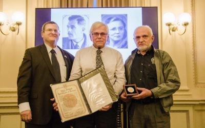 Shmuel Ben-Shmuel with Hans and Peter van Meurs. Photo: Daniel Goodrich