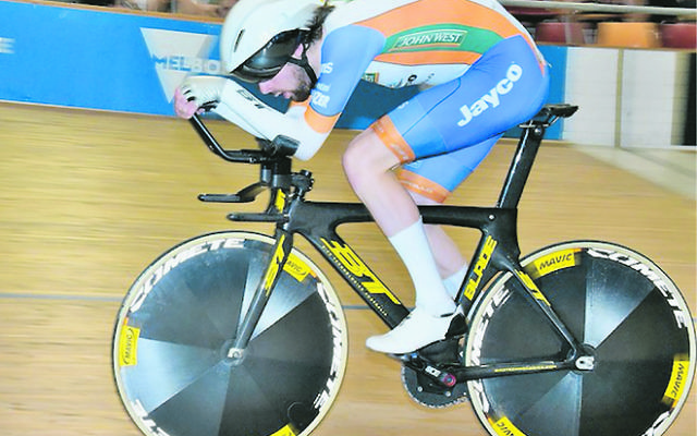 Riley Hart on his way to gold at the 2018 Victoria Elite Track Championships.