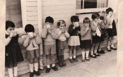 Children at Moriah College, then known as the North Bondi Hebrew School.