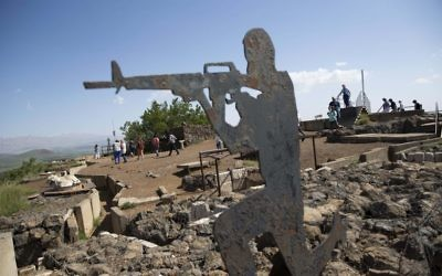 A statue of an Israeli soldier at Ben Tal next to the Israel-Syria border in the Golan Heights. Photo: EPA/Atef Safadi