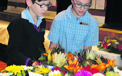Sholem Aleichem school captains Hillel Ringelblum and Ella Simons lay a wreath at the VAJEX service. Photo: Pinchos Cylich