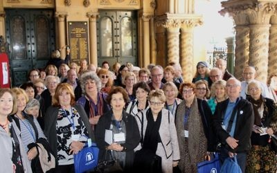 ICJW delegates in the entrance of The Great Synagogue. Photo: Wendy Bookatz