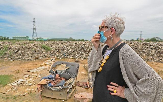 OzHarvest founder Ronni Kahn at a rubbish tip in Thailand.  Photo: Bruno Kataoka