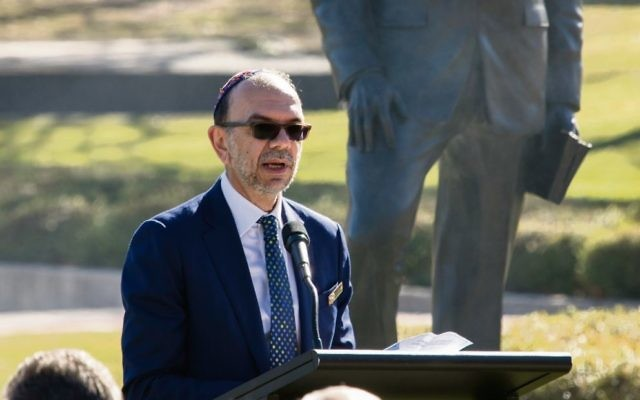 Rabbi Ralph Genende speaking at the unveiling of the new statue of General Sir John Monash. Photo: Fiona Silsby