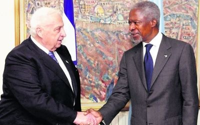 Kofi Annan (right) meeting Israel's then prime minister Ariel Sharon in 2005. Photo: GPO