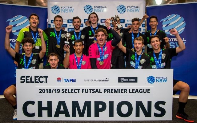 The U19 men's Futsal NSW NPL1 premiership winners, Mascot Vipers, featuring Jewish players Ethan de Melo (front, second from left) and Oskar Beck (front, third from left). Photo: Football NSW/Loopii