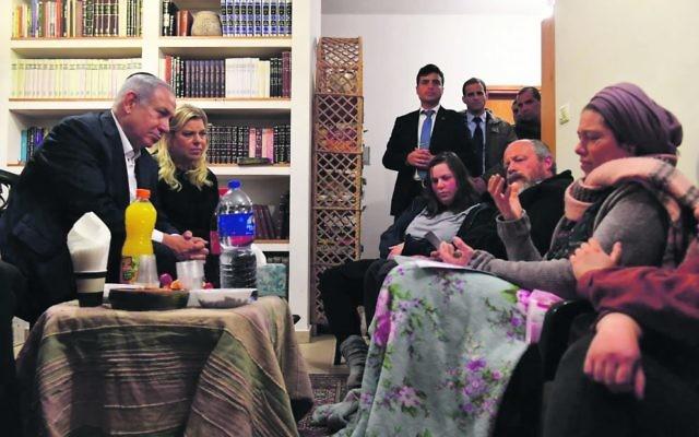 Benjamin and Sara Netanyahu pay their respects to the family of Ori Ansbacher. Photo: Kobi Gideon/GPO