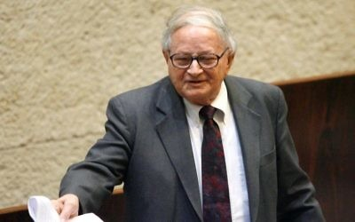 Rafi Eitan speaks in the Knesset plenum in 2008. (Michal Fattal/Flash90)