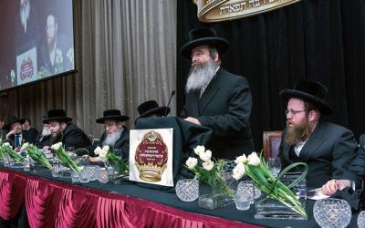 Rabbi Shlomo Kohn addressing guests at his welcome banquet. Photo: Yumi Koppel