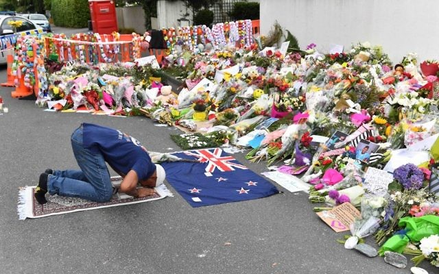 A Muslim worshipper prays at a makeshift memorial near the Al Noor Mosque in Christchurch. Photo: AAP Image/Mick Tsikas