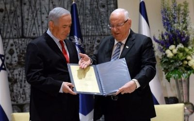 Israeli President Reuven Rivlin, right, tasks Benjamin Netanyahu with forming a government in Jerusalem, April 17, 2019. (Haim Zach/GPO)