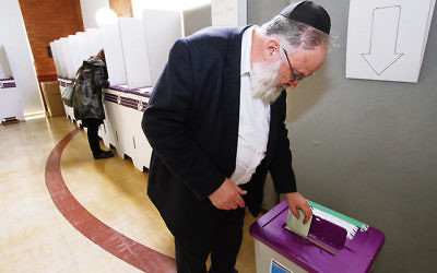 The AJN's Yossi Aron early voting at a previous federal election. Photo: Peter Haskin