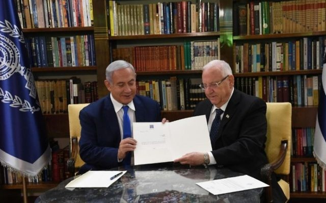 Israeli Prime Minister Benjamin Netanyahu and President Reuven Rivlin review the president's order giving Netanyahu two more weeks to form a government, on May 13, 2019. (Haim Zach/GPO)
