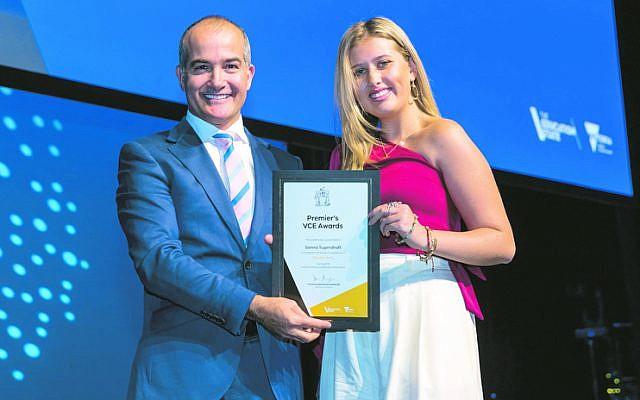 James Merlino presents a VCE Premier's Award to Bialik student Sienna Tugendhaft.