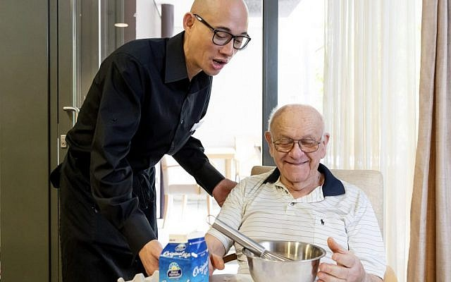 Anton Urbina and resident Thomas Meyer making breakfast in the Special Care Unit kitchen. Photo: Daniel Linnet