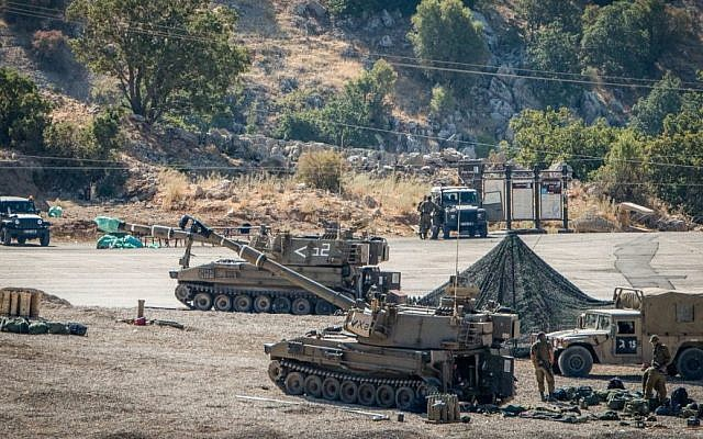 Israeli soldiers with their artillery unit on high alert seen near the Israeli-Syrian border, in the Golan Heights, on Aug. 25, 2019. (Basel Awidat/Flash90)
