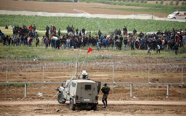 Gazan protesters at the border fence on Saturday. Photo: Reuters