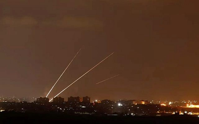 Streaks of light are pictured as rockets are launched from the northern Gaza Strip towards Israel, as seen from Sderot, Israel August 8, 2018. Photo: Reuters/Amir Cohen