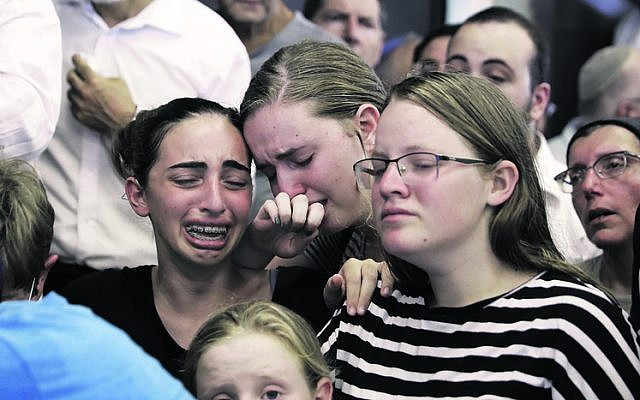 Mourners at the funeral of Rina Shnerb, in Lod. Photo: AP Photo/Sebastian Scheiner