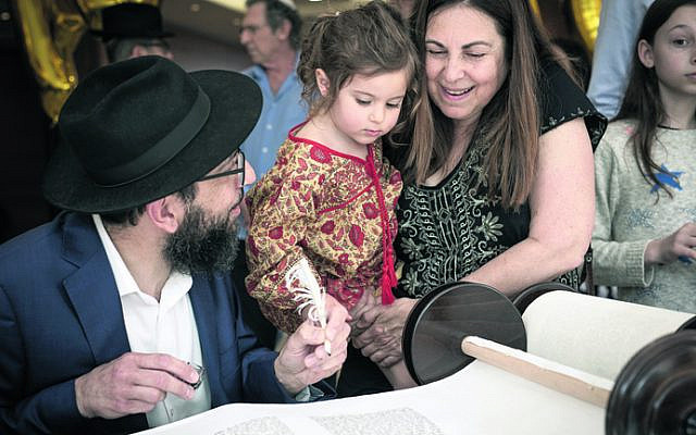 From left: Rabbi Shlomo Israel, Talia Lizor, Orna Triguboff.
