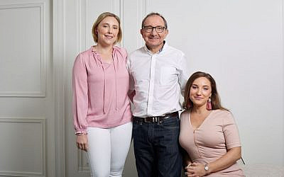 Jessica Braude (left) with father Greg and sister Nicole.
