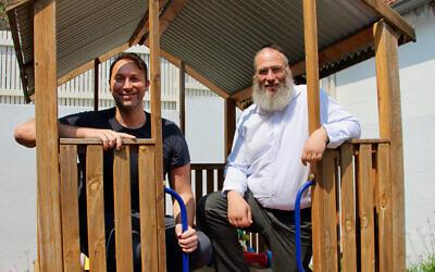 Ian Thorpe (left) with Rabbi Mendel Kastel.