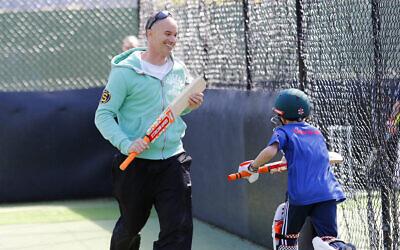 Michael Klinger at Maccabi junior cricket training. Photo: Peter Haskin