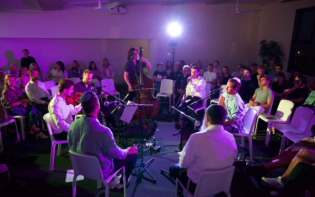 """The Shabbat Project kicked off at North Bondi Surf Club with over 120 young adults at """"The Journey – a night of music, meditation and mindfulness""""."""