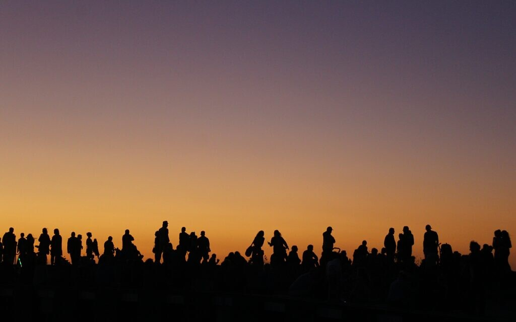 Sharon Flitman's sunset photo taken on New Year's Eve at Mordialloc Beach was the winning entry in The AJN's 2018-19 sunrise/sunset competition.