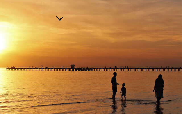 SUNSET FINALIST D: Sunset at Aspendale beach, Victoria. Photo entered by Sharon Flitman.