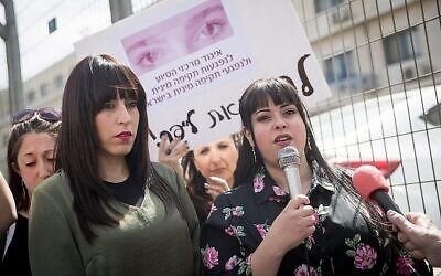 Australian sisters Nicole Meyer (left) and Dassi Erlich take part in a demonstration on March 13, 2019, outside the Jerusalem District Court. Photo: Yonatan Sindel/Flash90