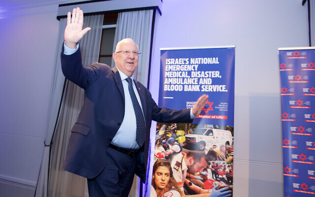President Rivlin takes to the stage at MDA's cocktail reception in Sydney. Photo: Giselle Haber