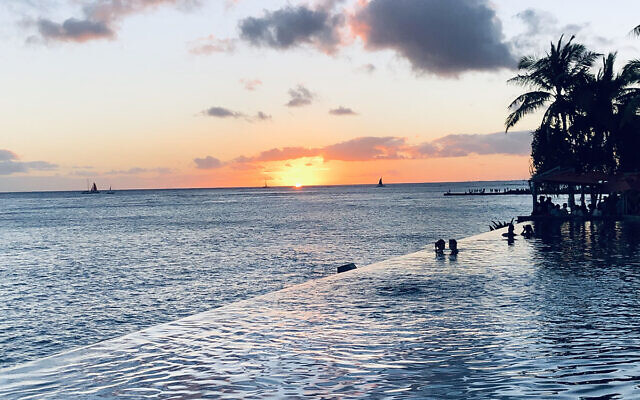 SUNSET FINALIST B: Sunset at Waikiki beach, Hawaii. Photo entered by Sue Rudzyn.