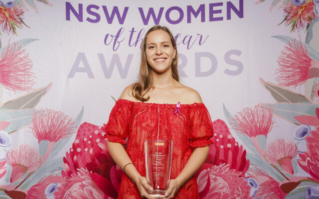 Sydney's Hannah Beder with her award.