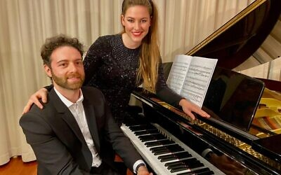 Husband-wife musical duo Vladimir Fanshil and Eleanor Lyons.